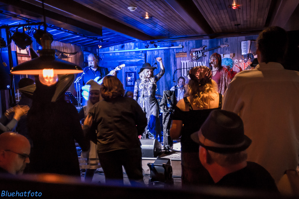 Gold Dust Gypsies (Fleetwood Mac Tribute) with Little Queen (Heart & Pat Benatar Tribute) @ Muddy Waters Kitchen and Bar | Baldwinsville | New York | United States